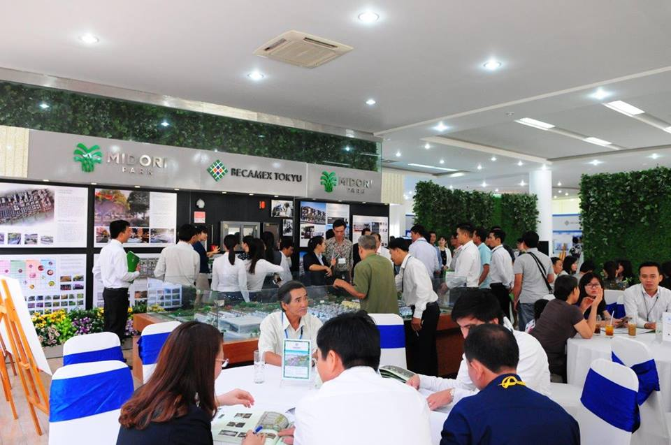 On 26th November 2016, Becamex Tokyu Co.Ltd held sale event for terrace houses of MIDORI PARK in Binh Duong New City. The event was attended by many customers and many contracts of sale was signed. For the first phase of MIDORI PARK, Becamex Tokyu supply 42 units, consists of HARUKA terrace, HARUKA residence. At the sale event, Becamex Tokyu limitedly applied a very special promotion program that offers up to 11% discount or payment term up to 7 years without interest.